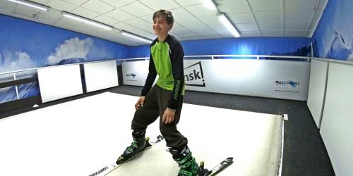 Je skvělé, že v ceně výuky je zapůjčení přeskáčů a lyží. Slečny trenérky dají výklad takovým způsobem, že děti hned všechno pochopí a jde jim to. Hned na první lekci syn zvládl jízdu v pluhu. Už teď vím, že po skončení lyžování přihlásím syna na snowboard. Mamka Lenka T., ČB