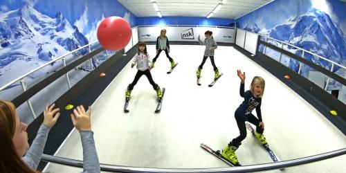 Do inski chodíme na zájmové kroužky i tábory! Moc nás lyžování baví!
