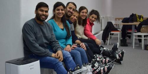 Inski navštěvujeme s mezinárodními studenty z celého světa, pro většinu z nich je to první seznámení s lyžemi a zimními sporty vůbec. International Student Club USB, České Budějovice